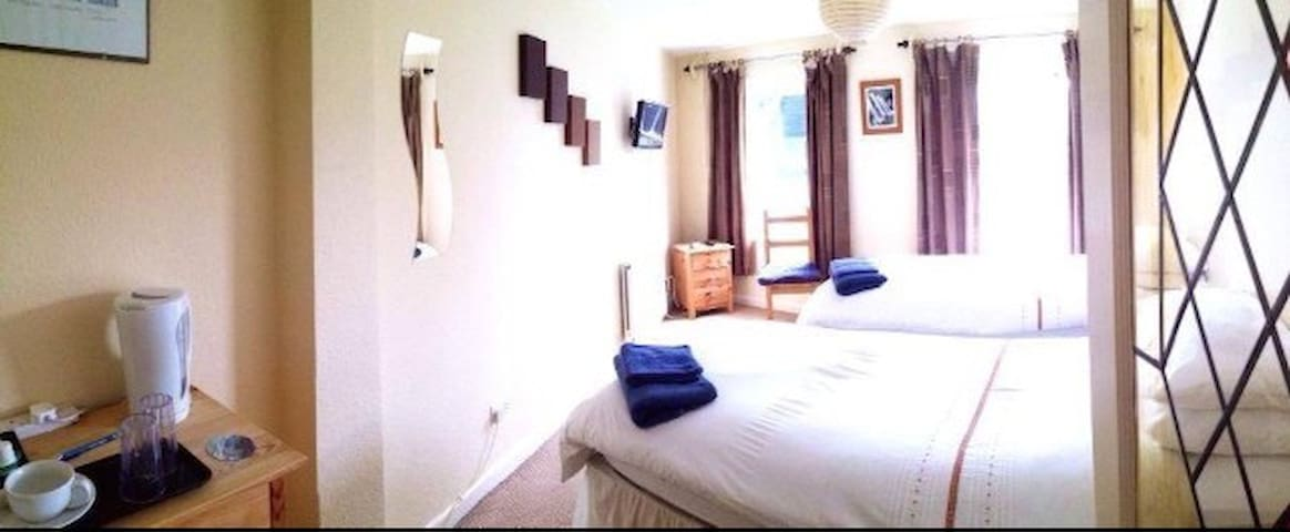 Channel View - ROOM 1 (Ground Floor Twin/Double) - Stoke Fleming - Penzion (B&B)