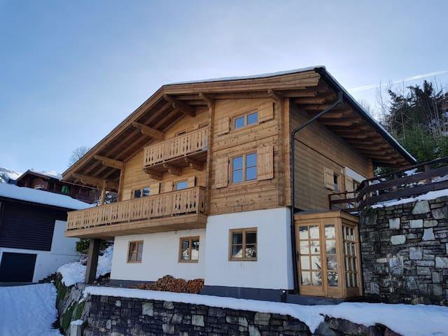 Ski Hütte - quiet, luxurious mountain chalet with sauna & whirlpool, piste 50m away