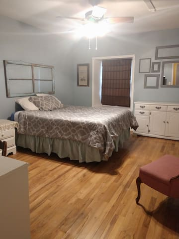 Available room. Queen sized bed. Dresser, desk, television. In room thermostat for visitor comfort.
