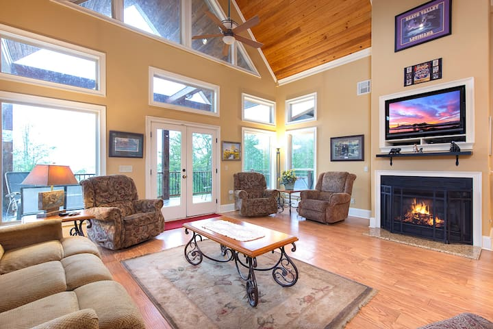 Cajun Spice, 2 Bedrooms, Mountain View, Hot Tub, WiFi, Sleeps 6