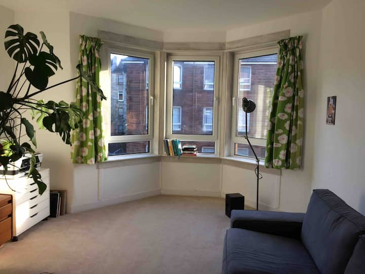 Double room in bright homely flat