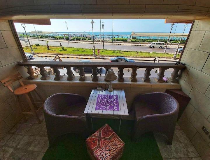 Luxury cozy apartment (sea corniche view)