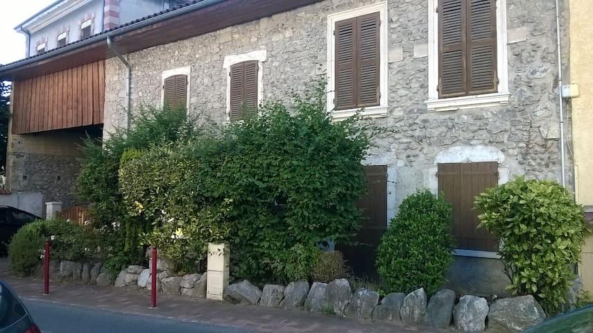 Grande maison de caractère au coeur du village - Saint-Jean-de-Moirans - Casa