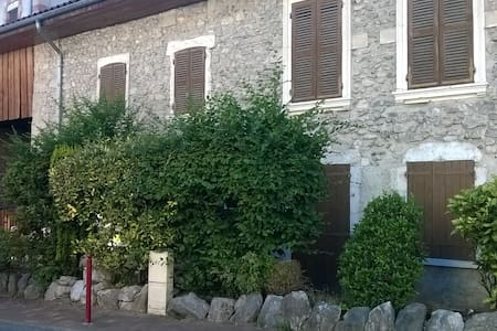 Grande maison de caractère au coeur du village - Maison