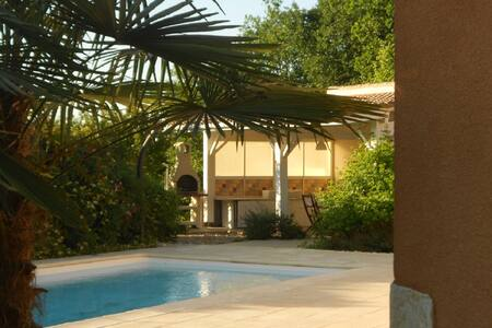 Villa with private pool, sleeps 8 - Saint-André-et-Appelles - Haus