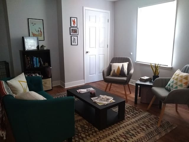 Cozy & modern - 20 min walk to EKU, 10 to Downtown