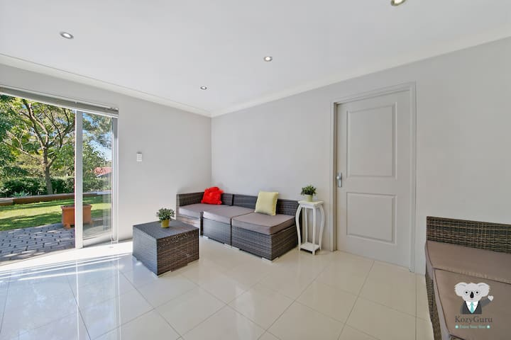 Cosy Light-filled 1 Bedroom Unit near Chatswood | Sleep 4 ppl | NRV445