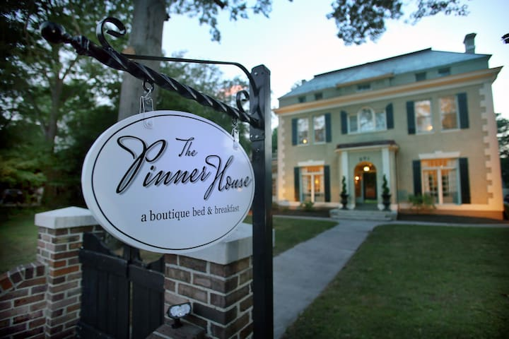 ✶Designer Boutique Bed and Breakfast✶ | Suite