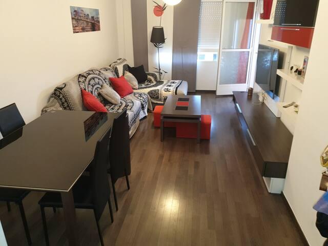 Habitación en buena zona, cómoda y tranquila.