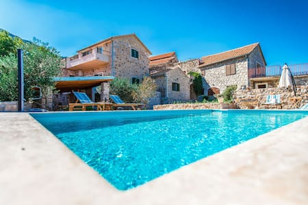 Villa Natura - private heated pool - Pitve
