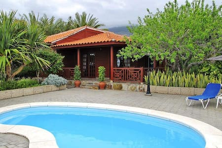 Tenerife wooden house with pool - arafo