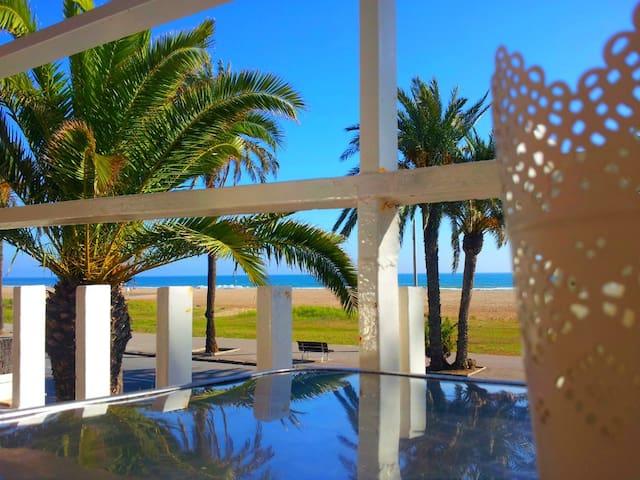 BeachFront 4+balcony+view+Barcelona - Castelldefels
