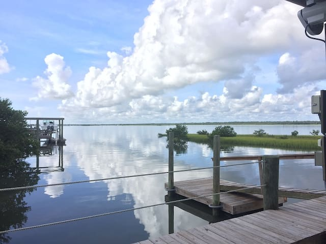 3 BR Waterfront Home, Dock, Fishing, Mins to Beach