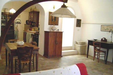 Bellissima casa a Montemesola - Hus