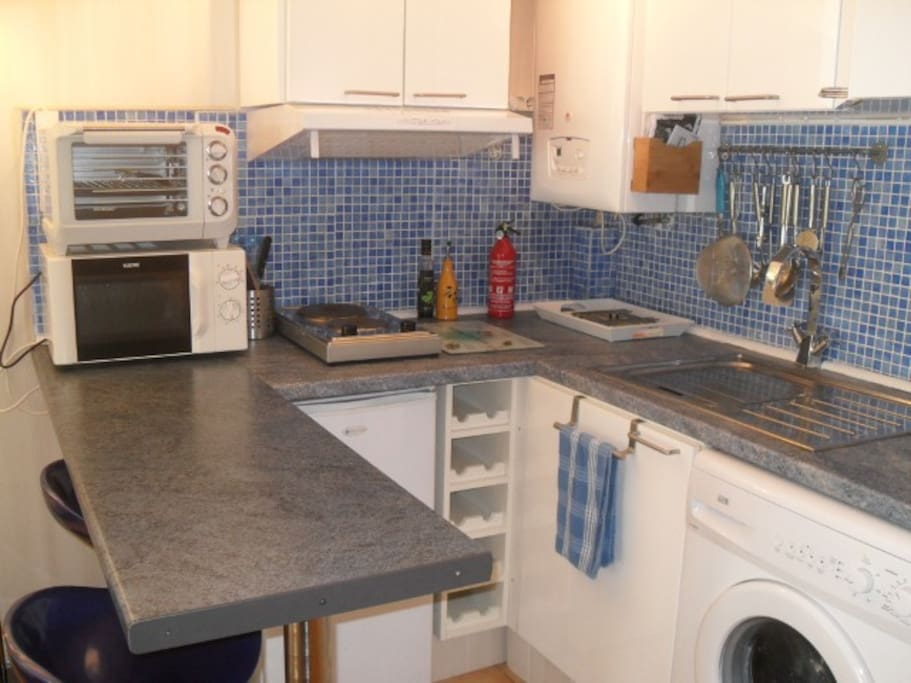 Kitchen area, fully equipped