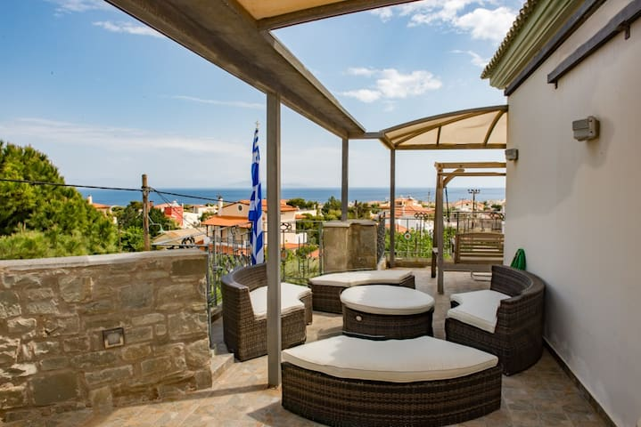 Luxury home close to sea & airport - Artemis - Huis
