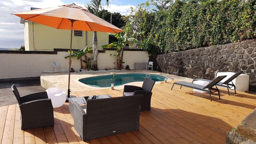 T2 en rez de villa et piscine chauffée