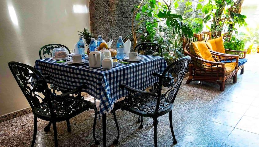 Mesa de desayunos