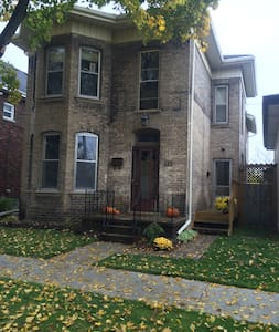 Victorian home/quiet street/Heritage Neighbourhood - Brantford
