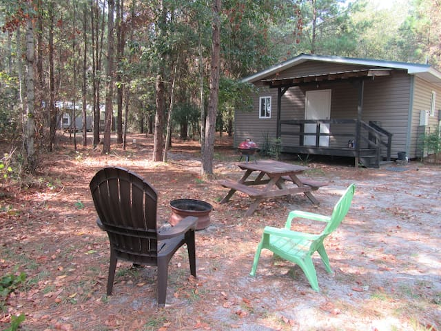 2 BD cabin w/ nice breakfast, lake, and no fees