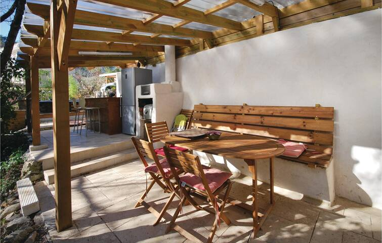 Holiday cottage with 2 bedrooms on 43 m² in Belgentier