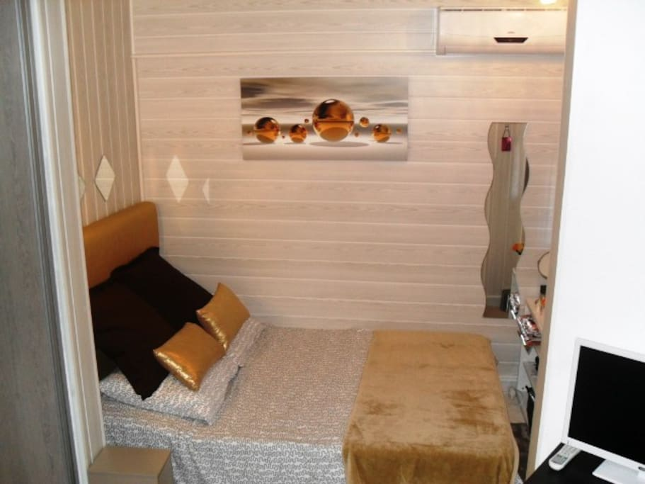 Double bed and make-up area. All linen provided, bed made up for arrival