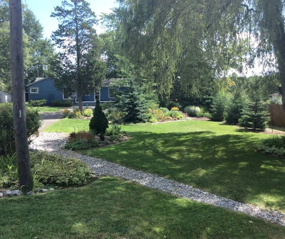 Country living close to amenities