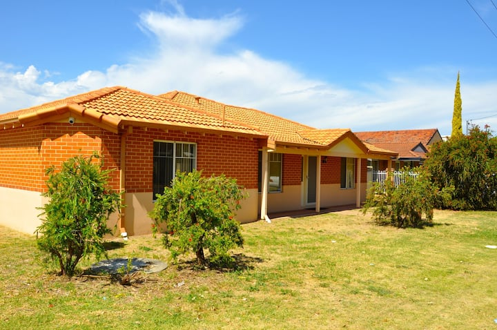 { Cannington Home - House 1 } ~ (4 brs & 2 bth)