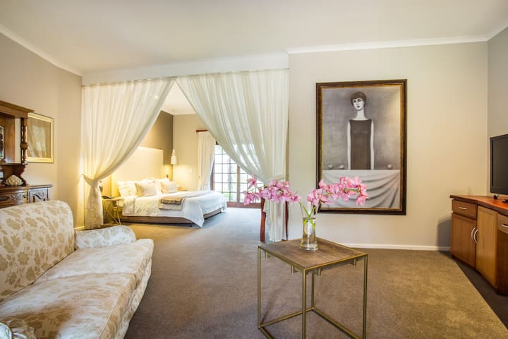 The suite @ Hlangana Lodge