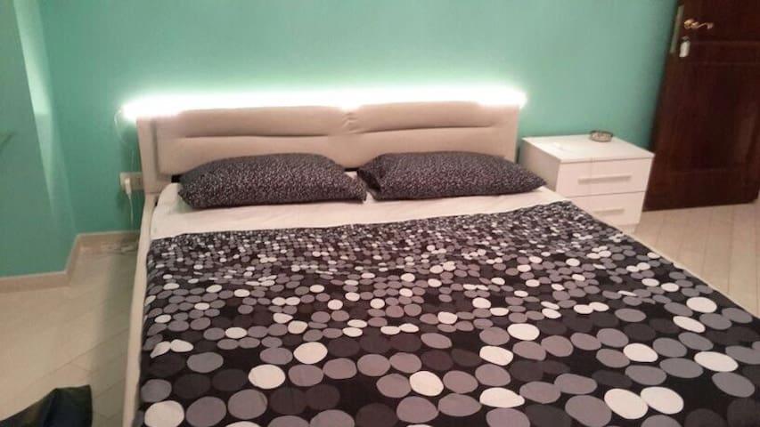"""KISS AND ROOM"" b&b:INFINITY ROOM - Rome - Bed & Breakfast"
