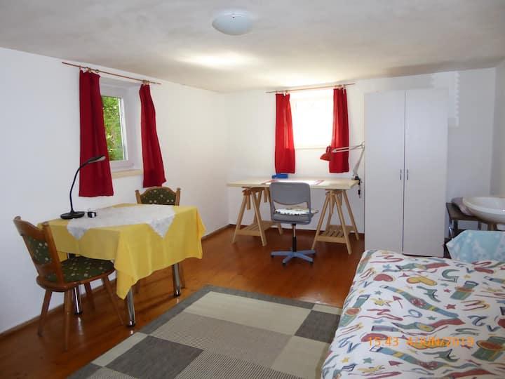 Möbiliertes Zimmer für 1 Person