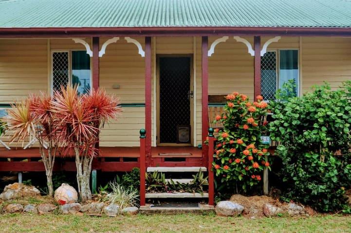 Wattle Street Beach House - Forrest Beach NQ