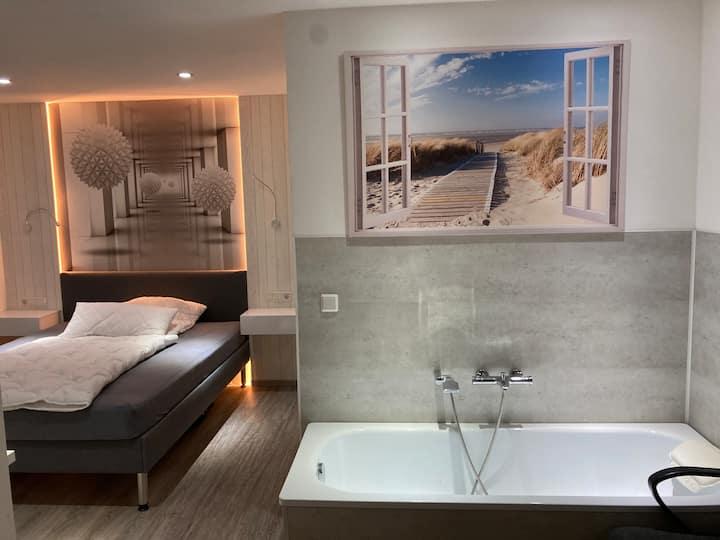 Apartment-Superior-Private Bathroom-Garden View-Zimmer 102