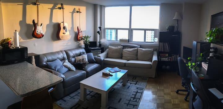 Private room w/ excellent workspace/home gym gear