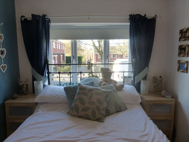 En suite double room - Bassaleg