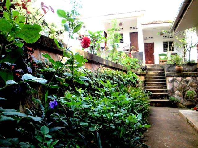 Makindye House Annexe - Kampala - Dom