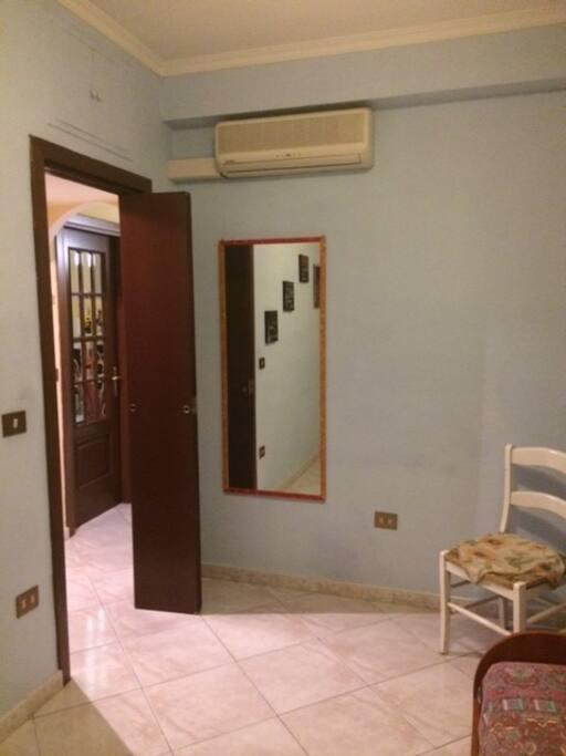 porta di ingresso camera