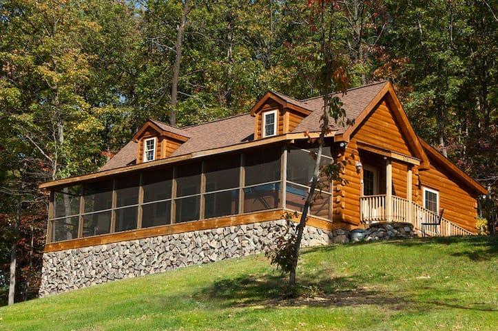 Kalmia Cabin in Shenandoah Woods - Stanley