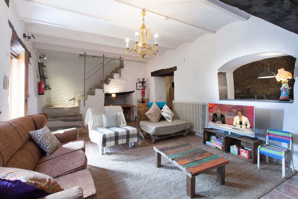 El salón es amplio y cómodo para pequeños y mayores
