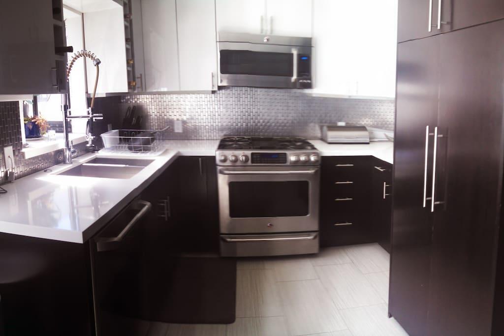 Kitchen (with Washer & Dryer)