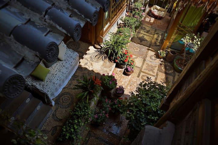 【两居可住4人】丽江古城里两间大床@+近四方街&大冰小屋