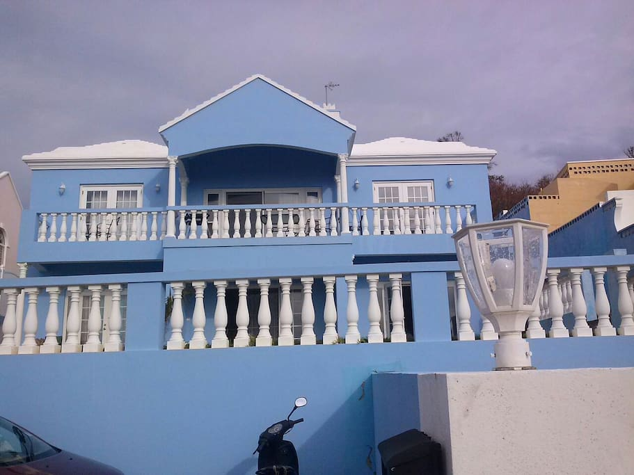 This is the rental house.  It consists of a 1 bedroom, 2 bedroom and studio available for rent.  The main house is a 3 bedroom, 2 bedroom apartment.
