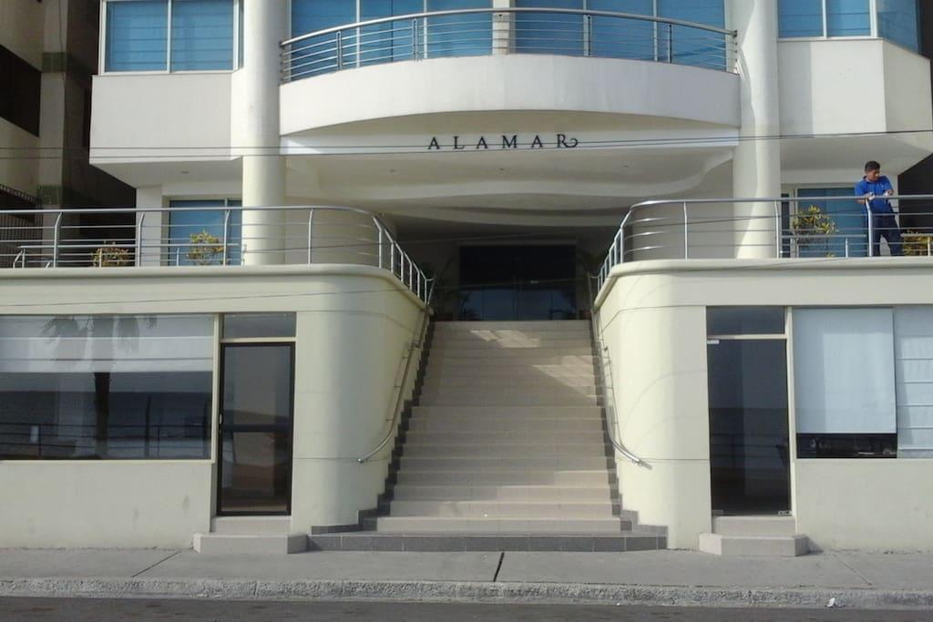 Alamar Entrance