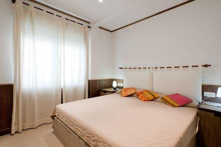 Zona baja, un dormitorio y piscina - Appartement
