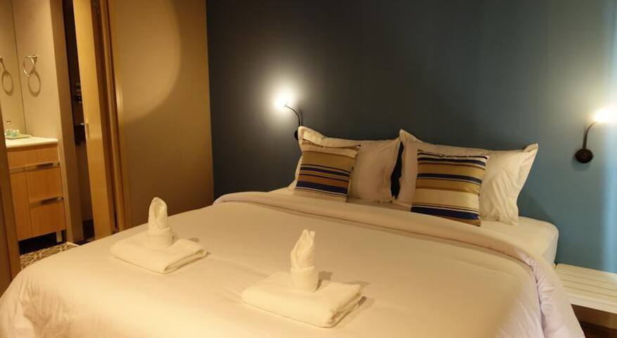 Spacious Beachfront Room in Phi Phi - Ao Nang - Apartment