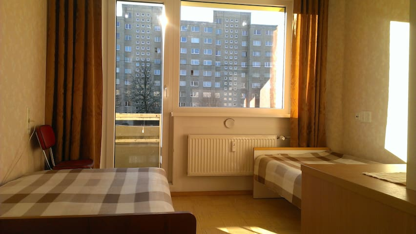 Cheap sunny room 20min from center - Talin - Apartamento