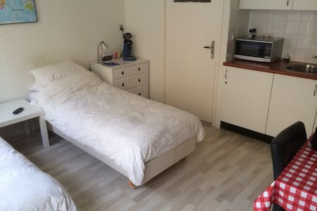 Mini studio for 2 p downtown Kampen - House