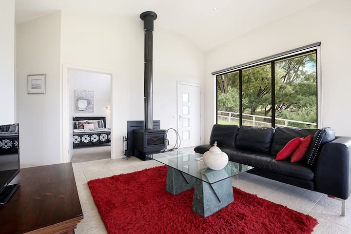 Perfect Yarra Valley Escape - Red Door - Yarra Glen - Bed & Breakfast