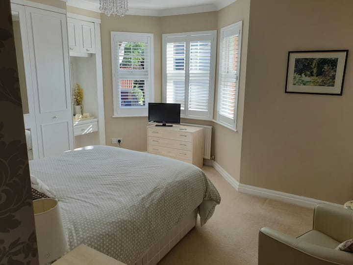 Ensuite Room: Perfect Location for RHS Hyde Hall!