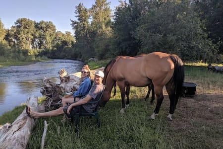 A bit of Airstream Heaven on the Weiser River